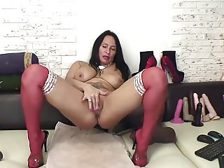florasquirt red stockings show