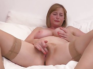 Bigtit mature mother with unshaved pussy