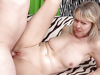 Mature woman Jaimie Foster sucks and fucks