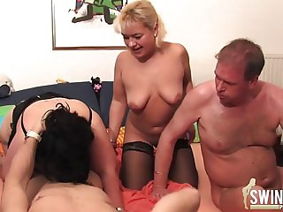 Groupsex with blonde milf and a very fat girl