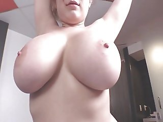 Wonder Woman with Amazing Tits in Sexy SO