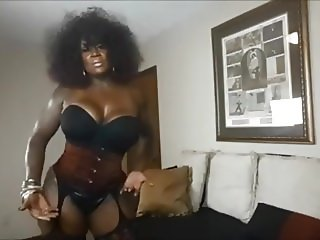 Mature ebony domina