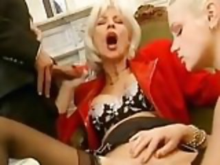 FRENCH MATURE EVA SUCKING DICK AND GET FISTED