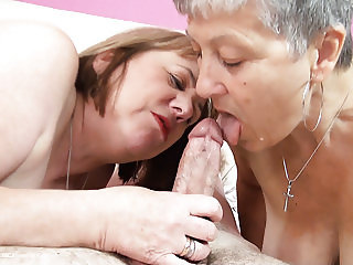 Granny Savana and SpeedyBee threesome