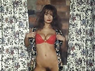 TEARDROP - British beauty vintage striptease