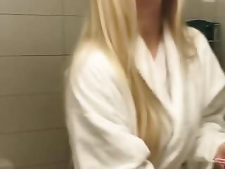 Elina Thorsell and hot blonde friend selfie vid