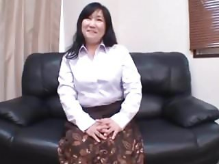 Japanese MILF enjoy her play