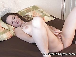 Huge Pussy Lips Babe Vibes to Strong Orgasm Contractions