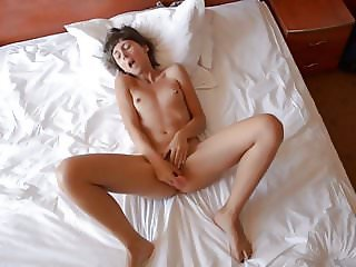 Beautiful ex-gf fingering her pussy to orgasm