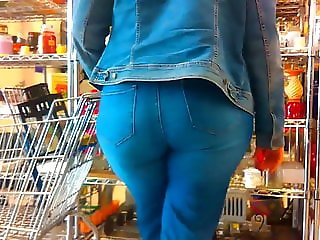 WiDe PeaR ASS in JeaNs