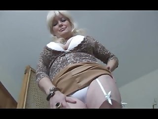 amateur granny shows 1