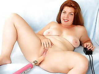 Chubby Hoochie Miranda Kelly Rides a Dildo Machine to Orgasm
