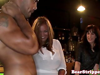 Red hair babe pussylicked by stripper