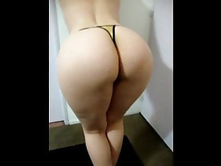 Milf dance with incredible ass