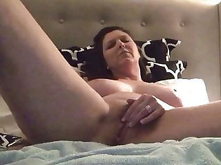 Hot MILF Rubs Clit Until Cums