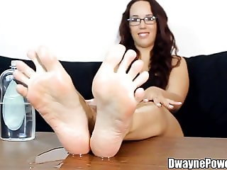 Her Toes are Super Weird