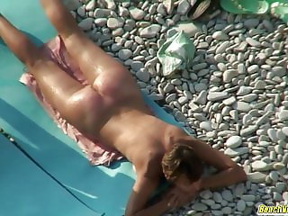 Hot couple chiulling fingering and fucking at the beach spy