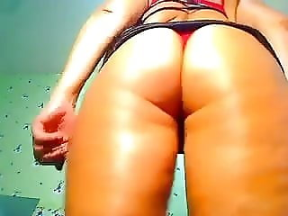 Great Body flashes her pussy on webcam
