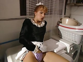 maid caught jilling