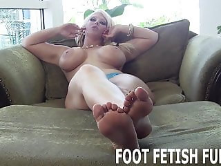 I need a slave boy who knows how to worship feet