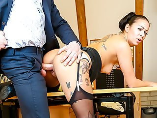 BUMS BUERO - Doggy style sex with hot German secretary