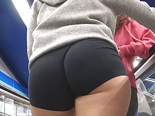 Candid Spanish asses and PAWGs from GLUTEUS DIVINUS