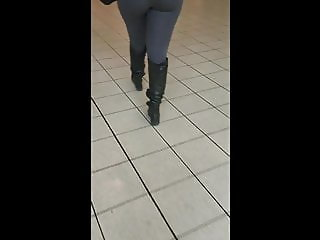 ONE AMAZING ASS!!!!!!