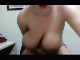 Busty does hot cam