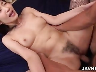 Harsh pleasures in threesome show
