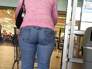 Mature Ebony Thickness in Jeans