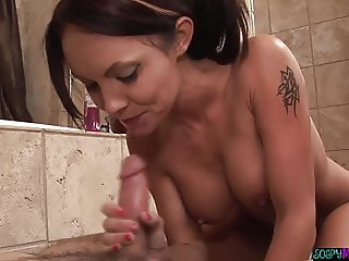 Bigtits masseuse cocksucking in the bathroom