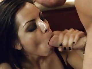 Yurizan Beltran Thanks Her Masseuse With A Fuck