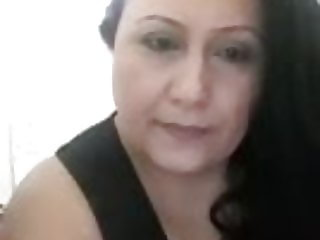 Big boobed old woman flashes on Periscope