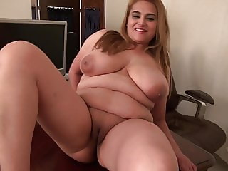 Great mature mother with big juicy tits