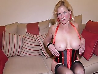 Mature mom Molly with very hungry vagina