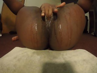 Making my fat pussy squirt after a long day