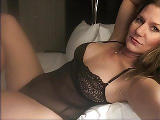 Alura sexy MILF for heavy wankers
