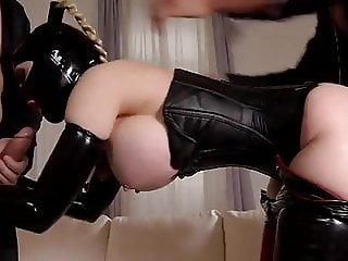 Latex-Pet in threesome (n-r)