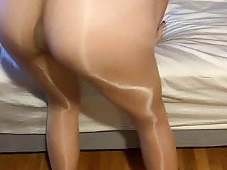 Wife in pantyhose showes perfect ass