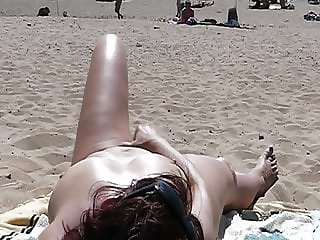 Beach Show masturbation - Man watching (1)