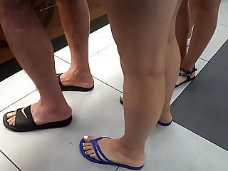 candid girl sexy big long feet toes