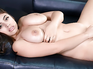 Ella Knox strips nude and fingers her hairy cunt