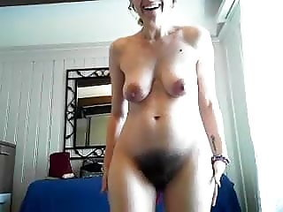 Natural hairy pussy on webcam