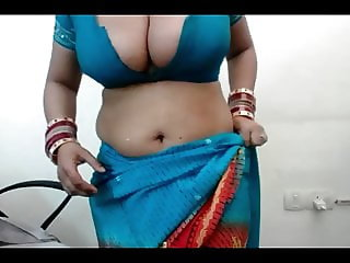 Indian Sexy Mature Bhabhi Dance And Boobs