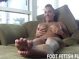 I get so horny when you lick my feet