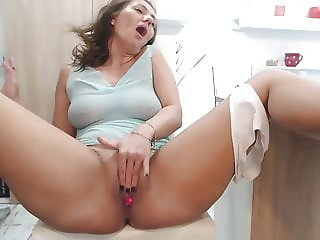 HORNY HOUSEWIFE MASTURBATING NEEDS TO BE FUCKED BAD