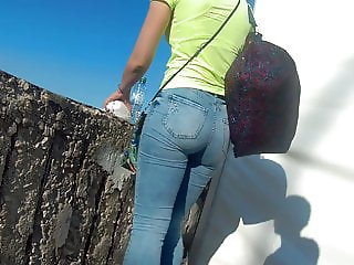 Juicy ass girls in tight jeans