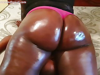 Miss thunderthighs facehumps her petite sub