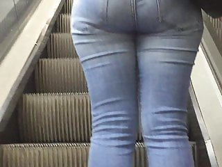 Big ass in jean (ripped between in her legs) Turkish