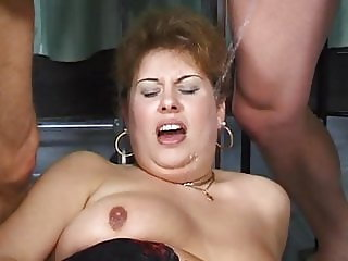 Fat Elisabeth piss and pissing